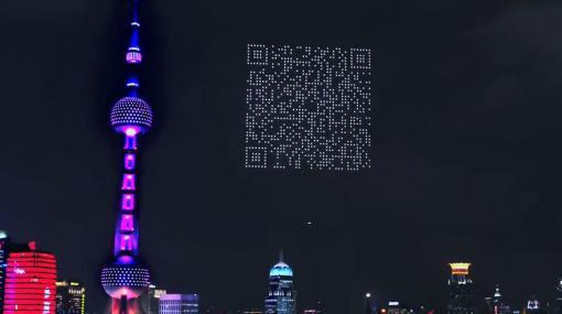 夜空に輝く巨大な「ドローン製のQRコード」が登場、実際にスマホで読み取りも可能 - GIGAZINE